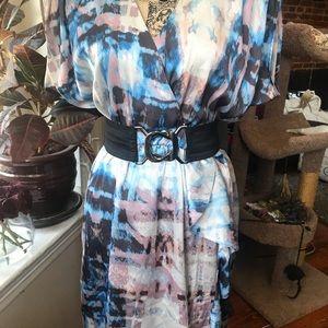 Abstract v-neck mini dress w/black belt